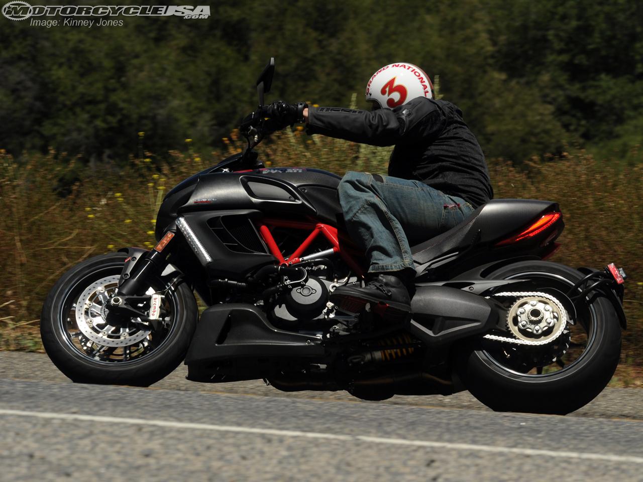 款杜卡迪Diavel摩托车图片2