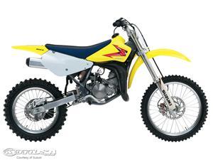 铃木RM85L摩托车