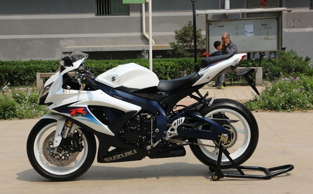 2010款纪念版铃木小R铃木GSX-600R 蓝色车架,白色邮箱 欧版带芯片 图片 2
