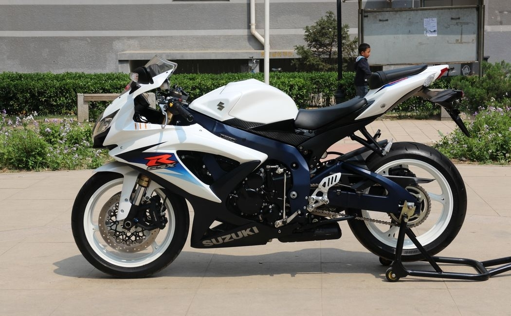 2010款纪念版铃木小R铃木GSX-600R 蓝色车架,白色邮箱 欧版带芯片 GSX-R600图片 2