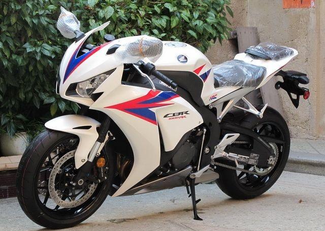 2012款全新白色本田CBR1000RR 20周年纪念版 图片 2