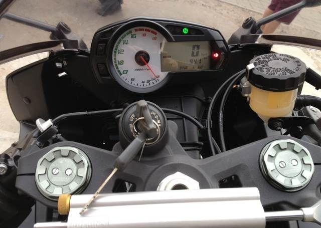 新到2012款黑色川崎ZX-6R 不到1000公里 图片 2