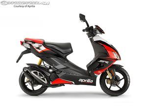 阿普利亚SR 50 Factory摩托车