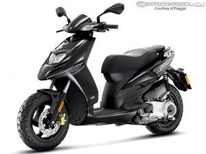 比亚乔Typhoon 125摩托车