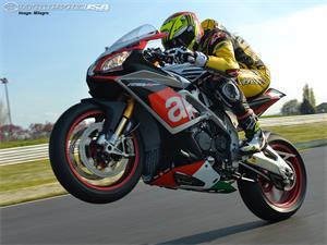 阿普利亚RSV4 RF摩托车
